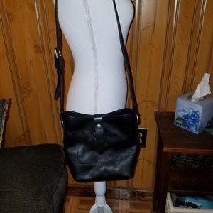 FRYE AMY BLACK LEATHER BUCKET BAG